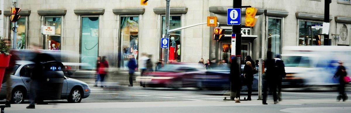 Jak projektować skrzyżowania bezpieczne dla pieszych