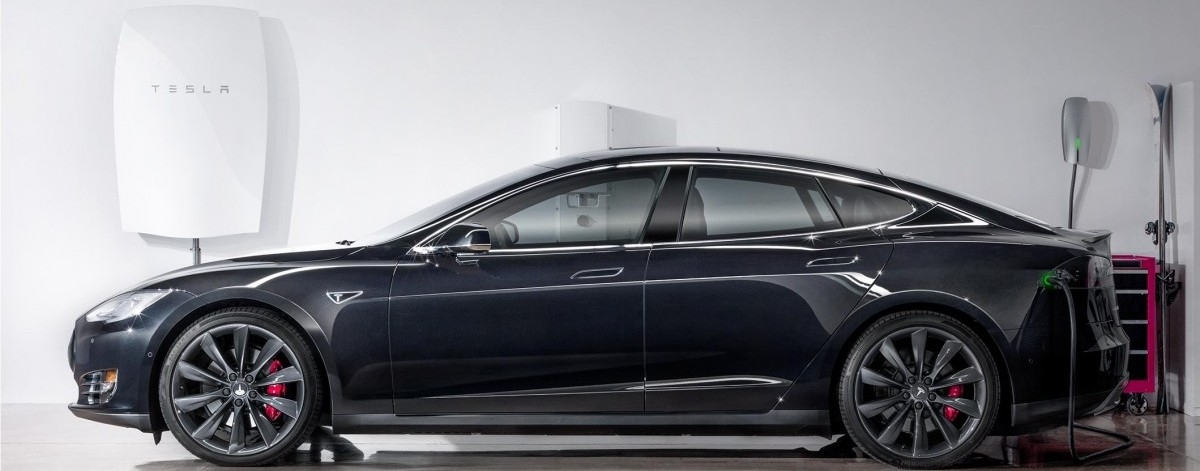Tesla przekształca się w producenta baterii
