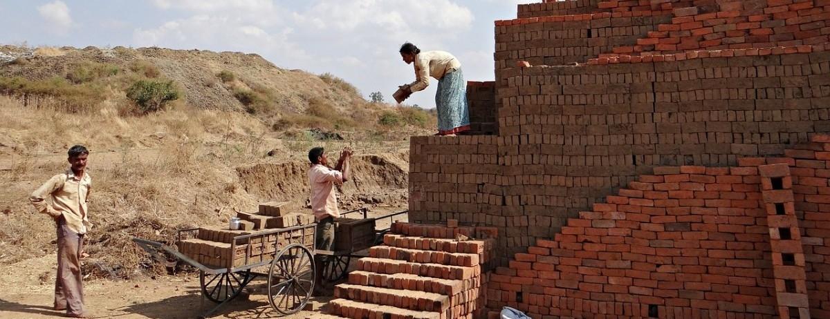 Nowe ekologiczne cegły. Prosto z papierni