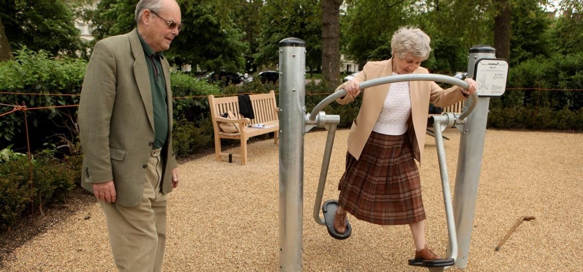 Dziadkowie też potrafią się huśtać