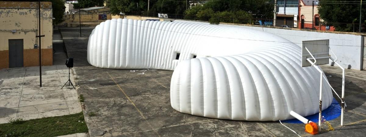 Muezum jak cyrk: obwoźne i pod namiotem