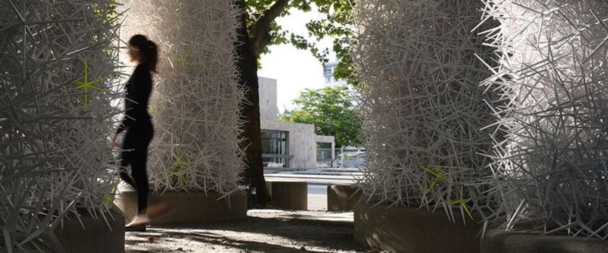 Dom usypany z plastikowych gwiazdek: budowanie bez struktur, stali i betonu