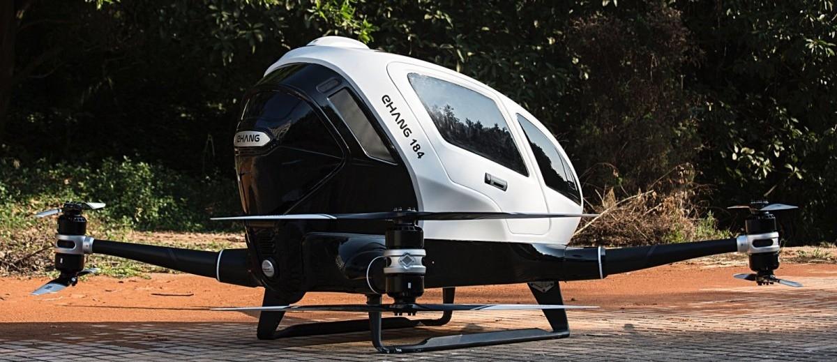Dronem do pracy, czyli nadlatują samochody