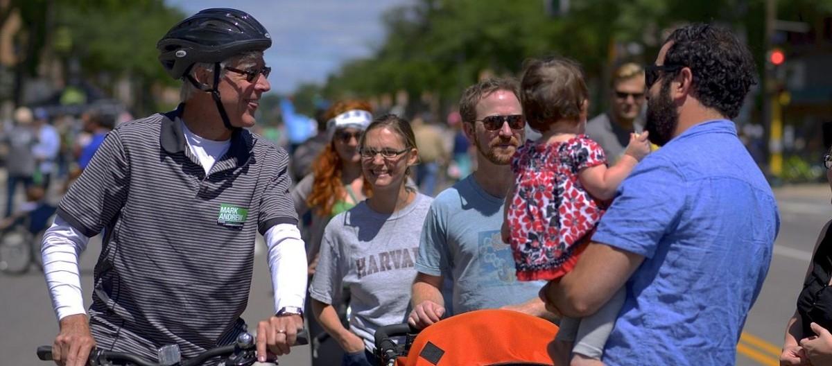 Ulice otwarte na pieszych i rowerzystów to silne więzi społeczne, zdrowie i pieniądze