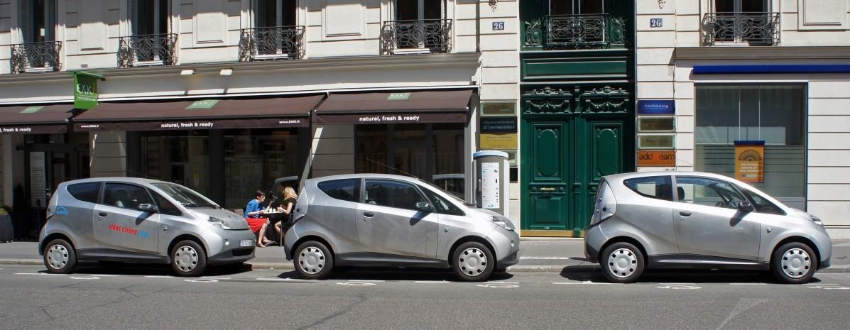 Europa przechodzi na prąd: kolejne kraje chcą zakazu sprzedaży aut spalinowych