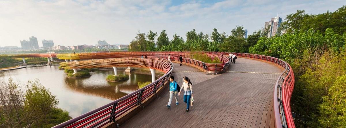 Betonowe nabrzeże przemienione w park
