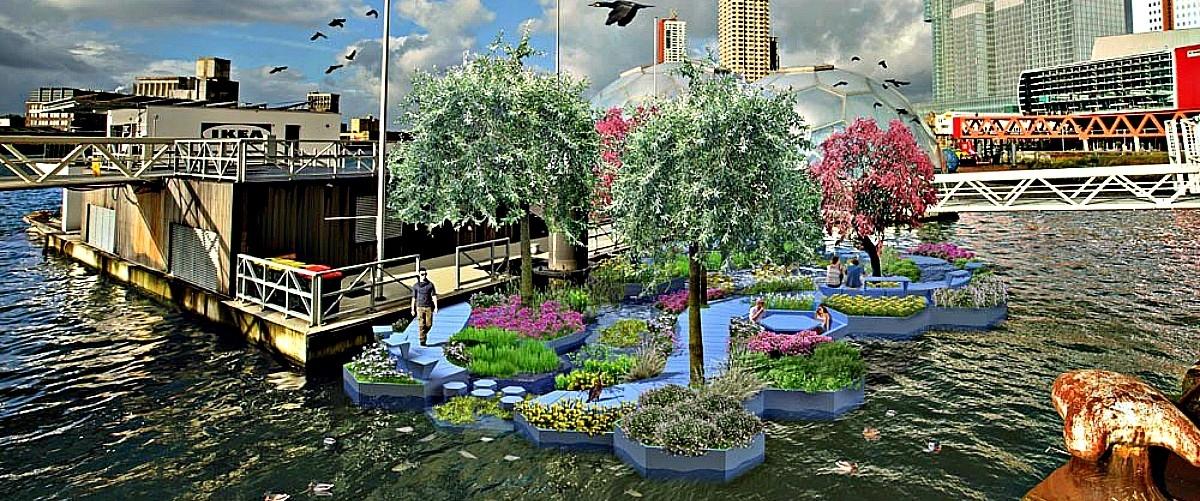 Plastikowy park pływający po rzece