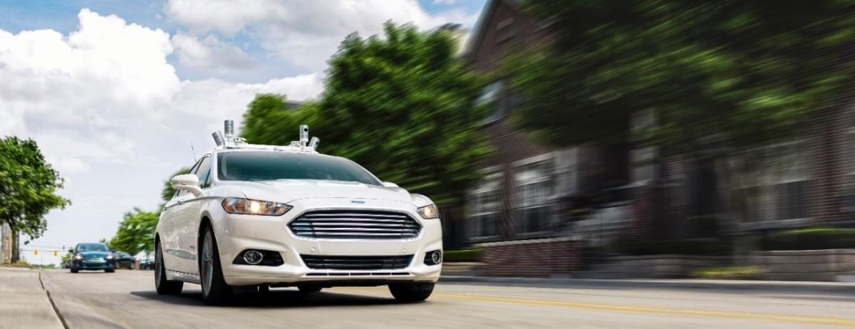 Ford chce wypuścić na ulice autonomiczne taksówki i złamać dominację Ubera