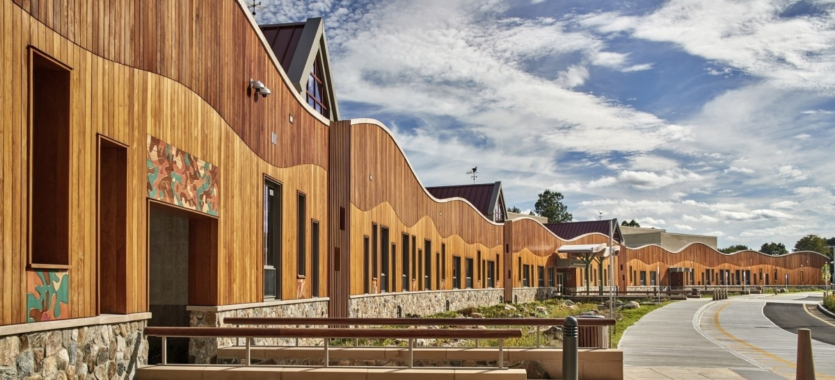 Szkoła, z której uleciało życie, powraca w nowej odsłonie: jako mikrokosmos miejskiego świata