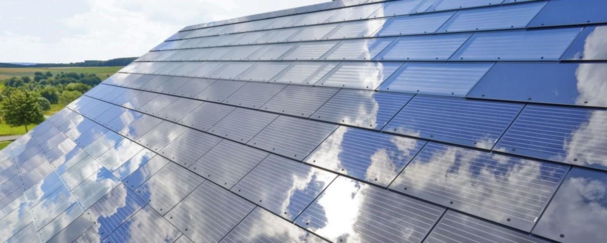 Tesla zamiast paneli słonecznych chce instalować solarne dachy