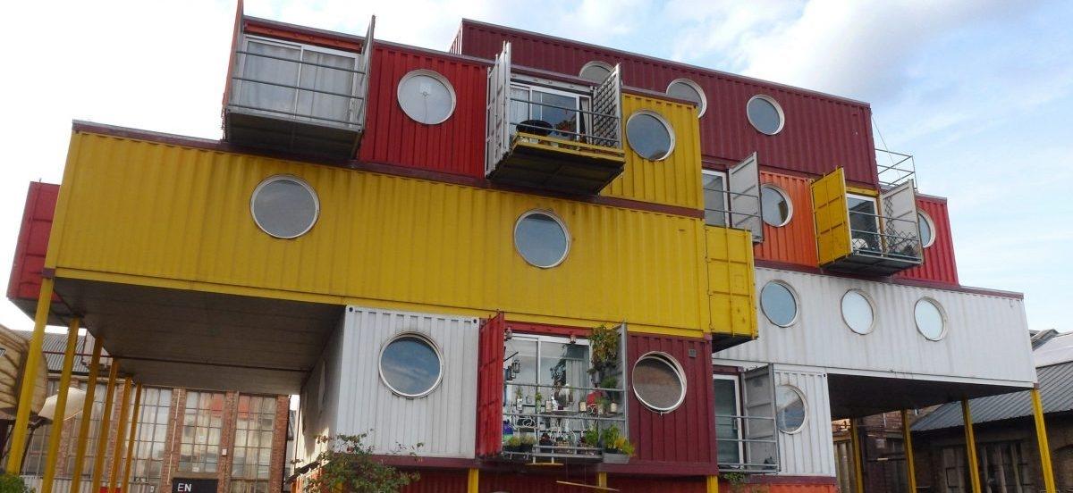Nowe tanie domy: sprytnie urządzone kontenery z odzysku