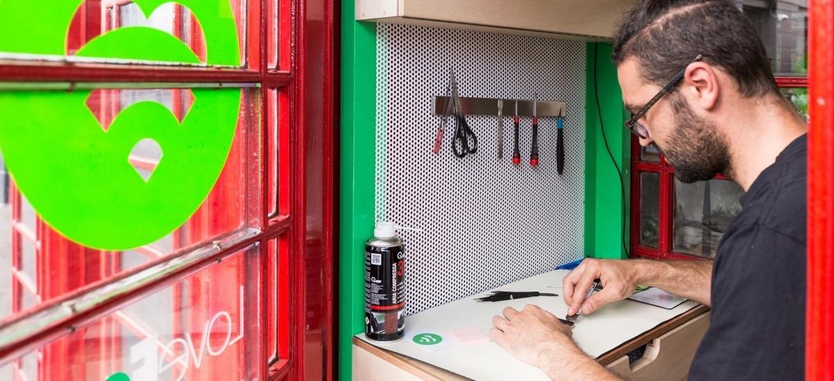 W Londyńskich budkach telefonicznych powstanie sieć punktów napraw smartfonów