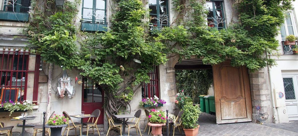 rue_chanoinesse_ile_de_la_cite_paris_2012
