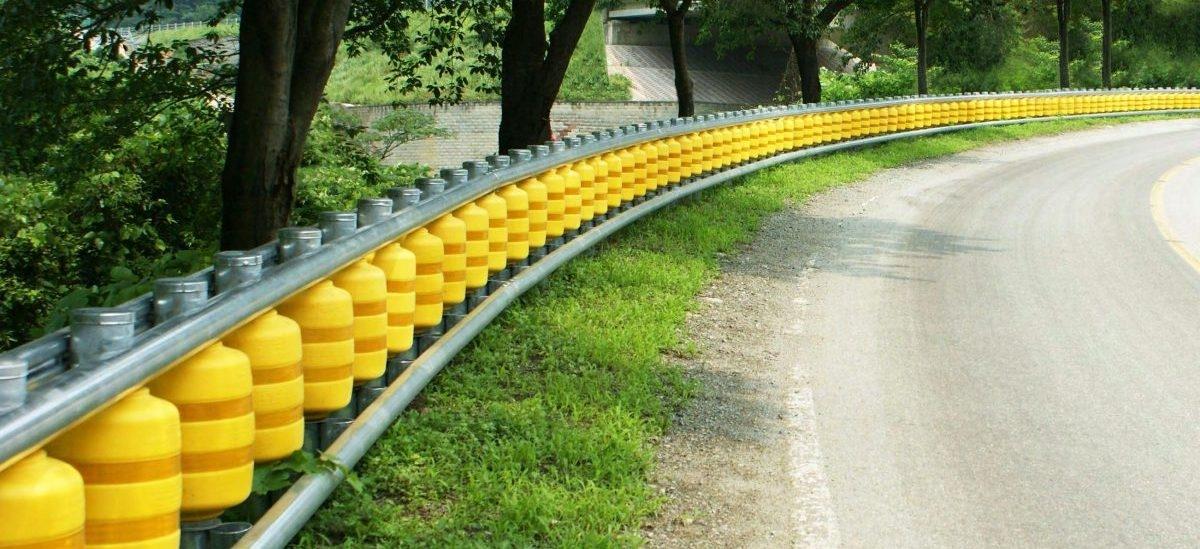 Barierki drogowe wkręcą samochód na trasę