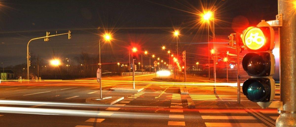 Amerykanie likwidują sygnalizację świetlną: wystarczą im znaki stop