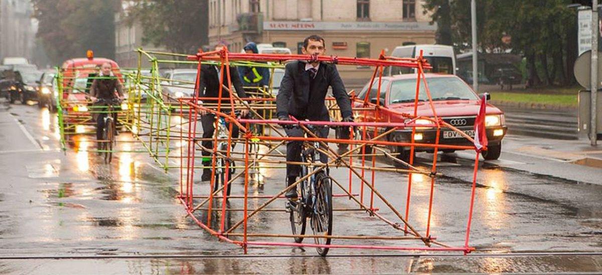 Autobusy i tramwaje to środek transportu bardziej efektywny niż rowery. Wszystko przez światła