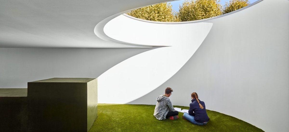 Dużo zakamarków, sporo świeżego powietrza i przestrzeń do spotkań: oto biblioteka przyszłości