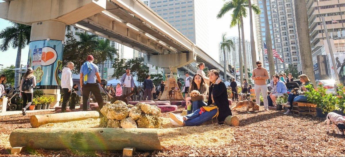 Zielona przestrzeń publiczna zamiast parkingu: tak to się robi w Miami