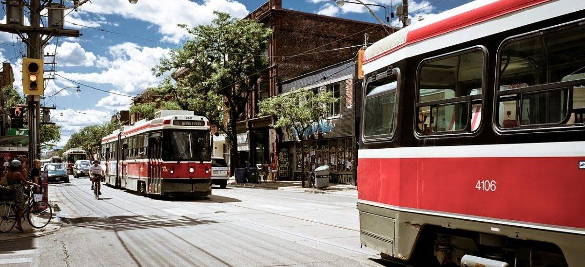 W Toronto dowodzą, że brak miejsc parkingowych nie dotyka lokalnego biznesu: kierowcy to sporadyczni klienci