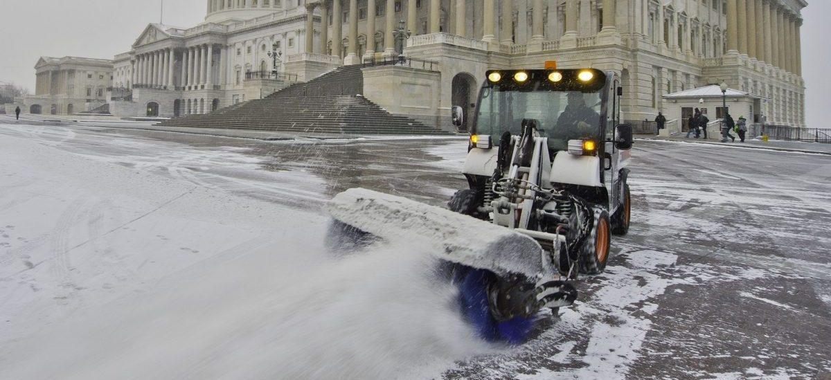 Śnieg to nie odpad, ale surowiec: zachowany do lata świetnie zastępuje klimatyzację