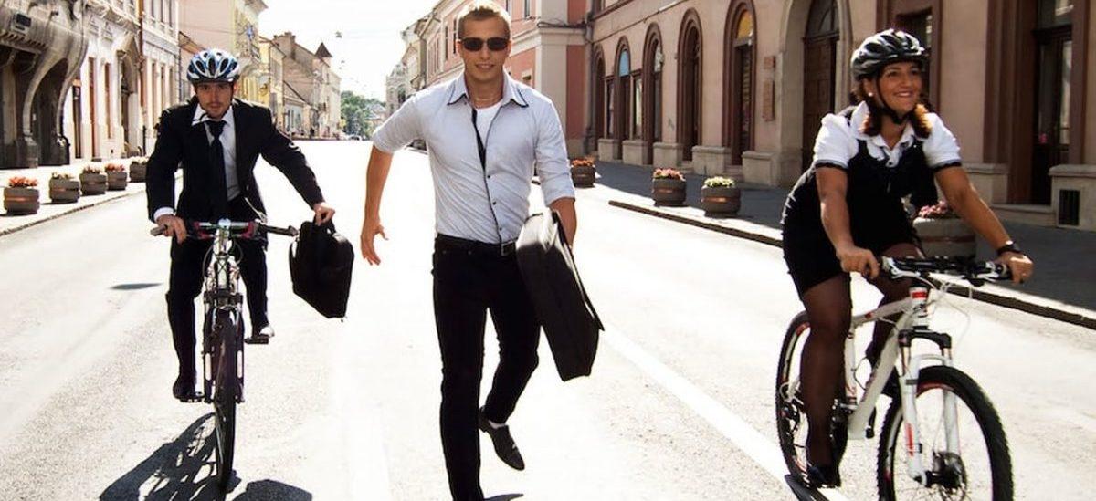 Obowiązek noszenia kasków zabija miejskie rowery