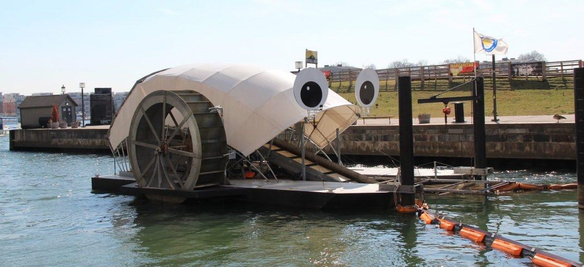 Maszyna do wyławiania śmieci z nabrzeża stała się maskotką Baltimore