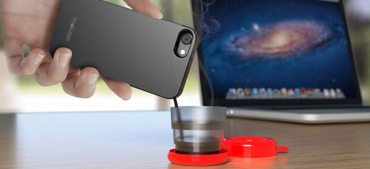 Telefon z małą kawą w środku