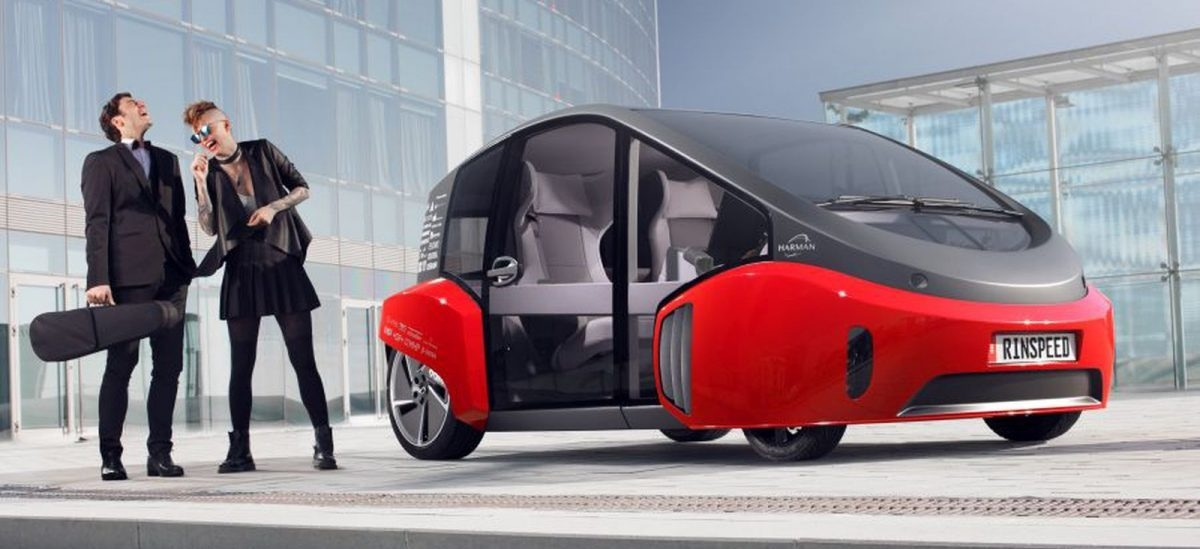 Samochód przyszłość z ogródkiem pod przednią szybą
