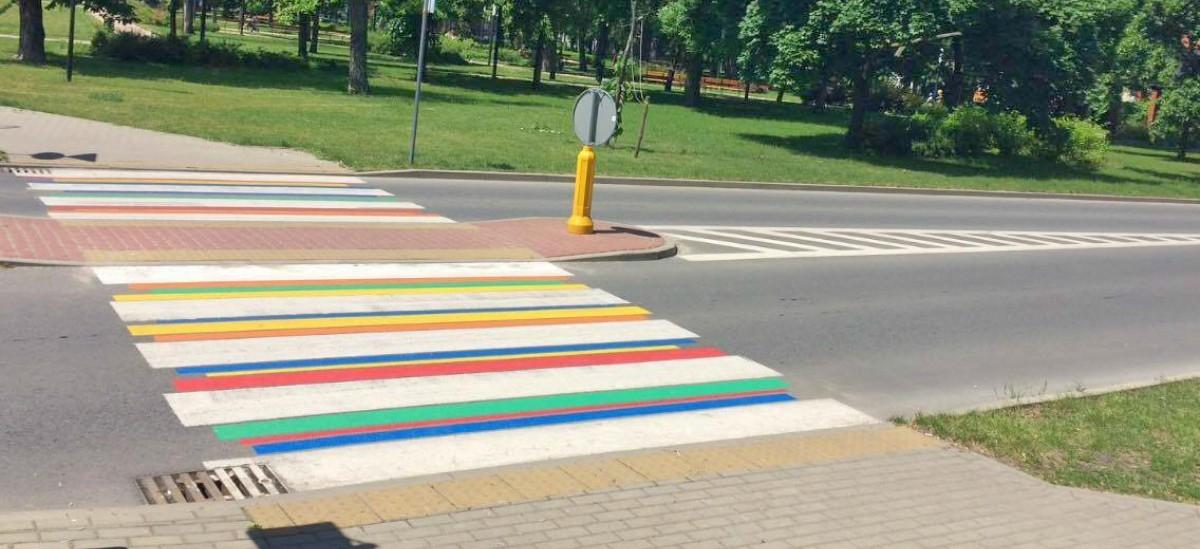 Kolorowe pasy uliczne: od Los Angeles, aż po Łowicz