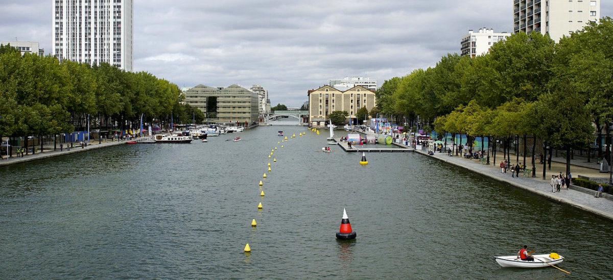 Miejska pływalnia w paryskim kanale