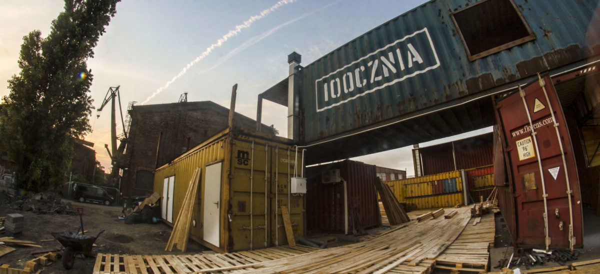 W Gdańskiej Stoczni wyrosło kontenerowe miasteczko: jedyne takie rozrywkowo-kulturalne zagłębie w mieście