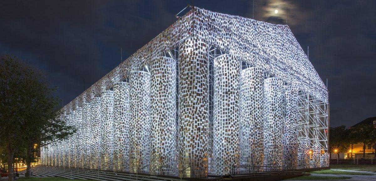 Partenon powstał na nowo jako sprzeciw wobec wszelkim formom cenzury: cały z zakazanych książek