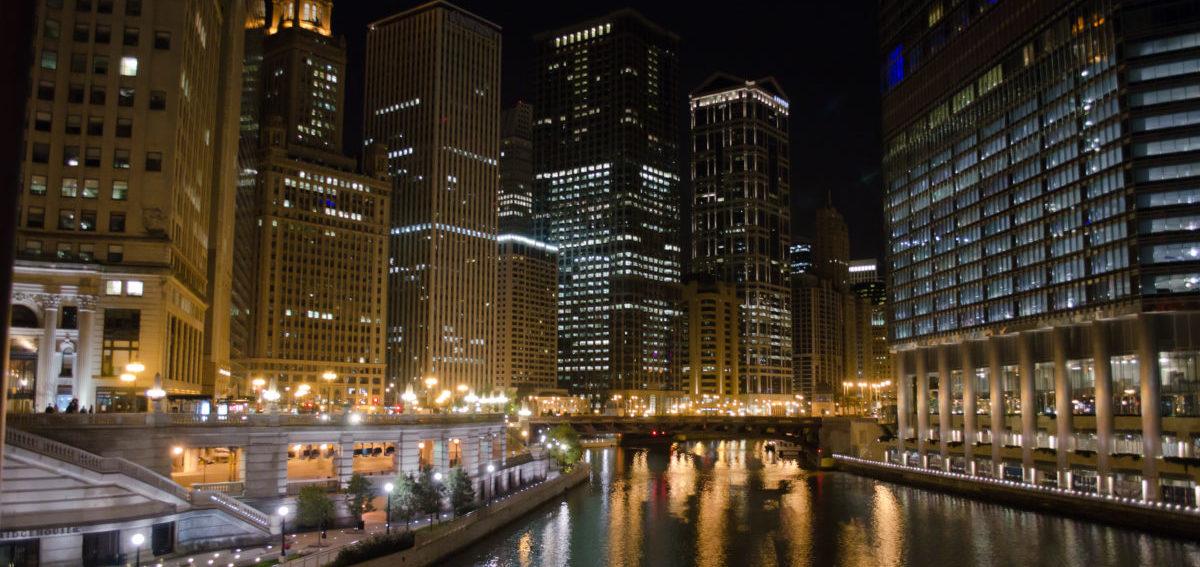 Nad rzekę w Chicago znów wraca życie
