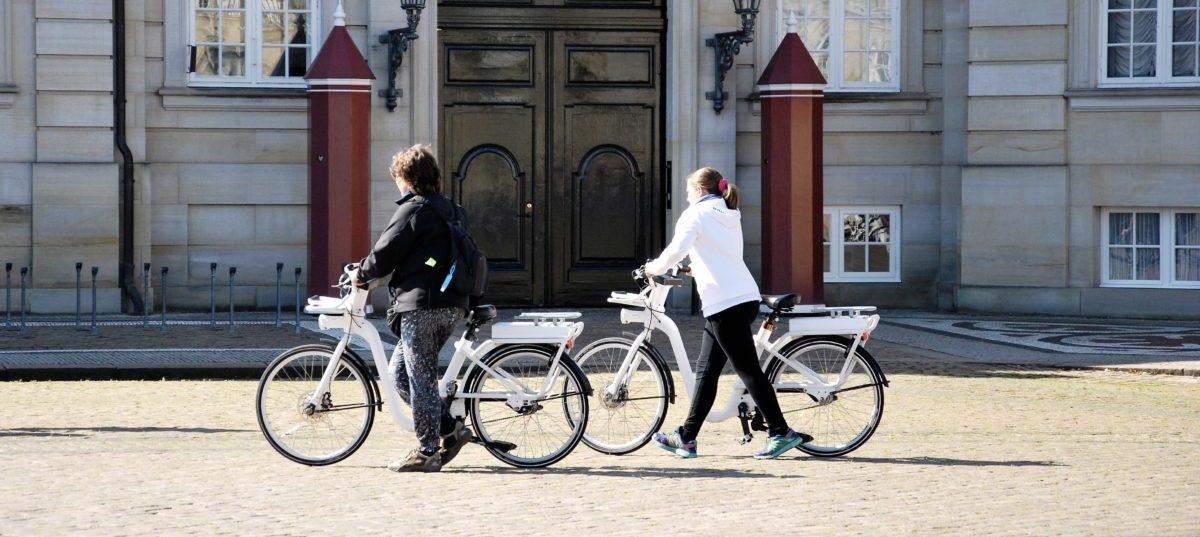 Brytyjczycy przesiadają się na elektryczne rowery