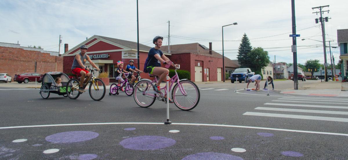 Jak z ponurego skrzyżowania zrobić przyjazną ulicę