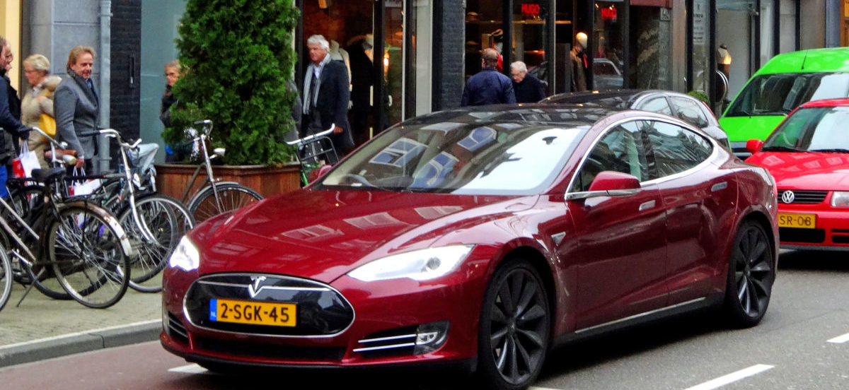 Samochody elektryczne emitują o połowę mniej CO2 niż diesle