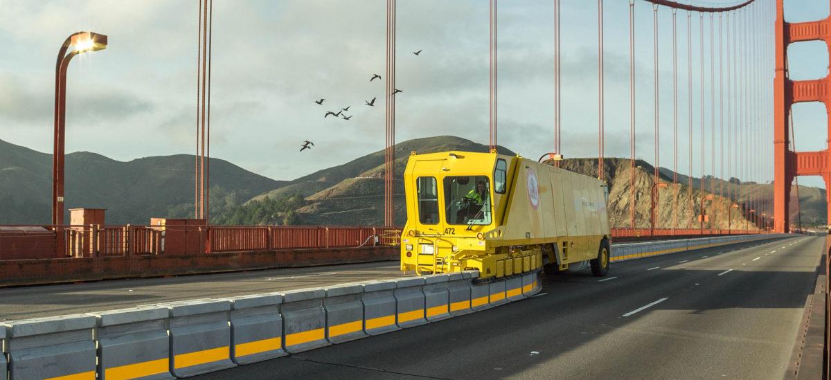 Maszyna do rozładowywania korków na moście