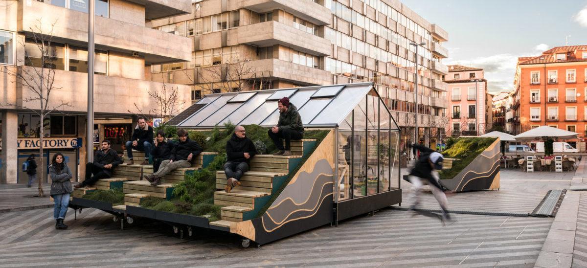 Składany pawilon wniesie życie i zieleń w miejski plac