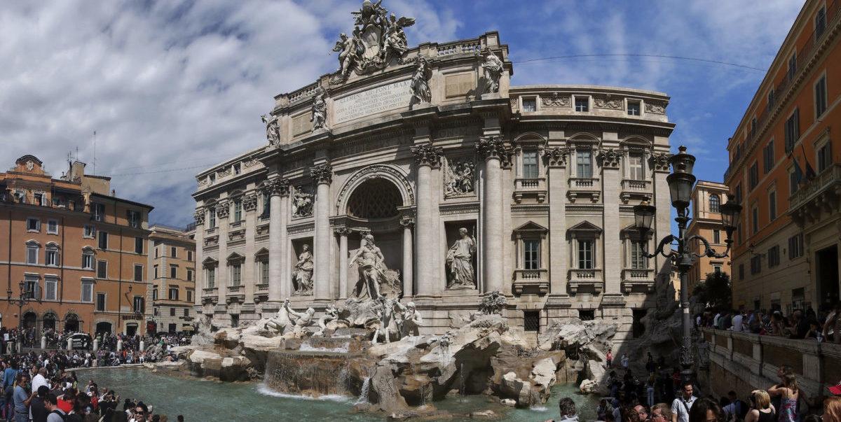 Jak włoskie miasta walczą z zalewającymi ich turystami