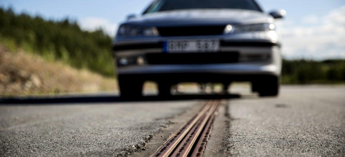 Elektryczne auta pojadą na szynach