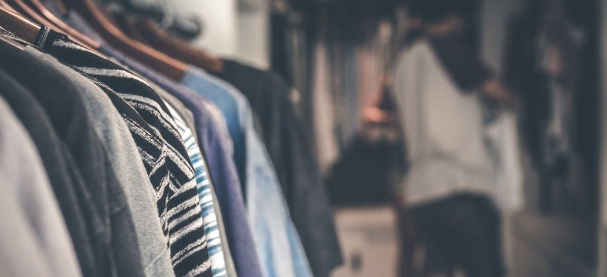 Francuzi nie będą wyrzucać niesprzedanej odzieży