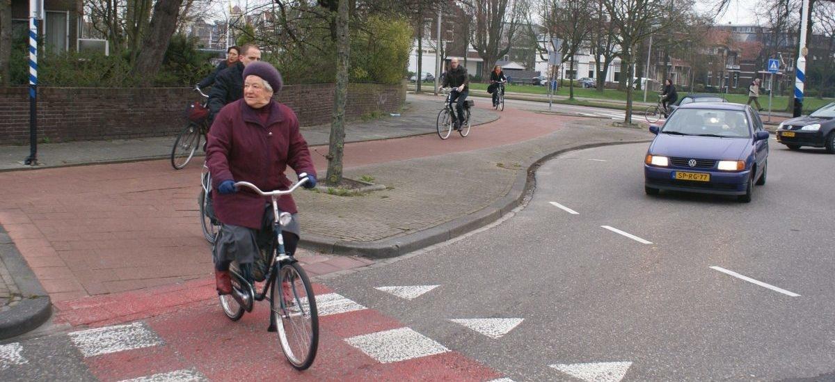 Na holenderskim rondzie piesi i rowerzyści są bezpieczniejsi