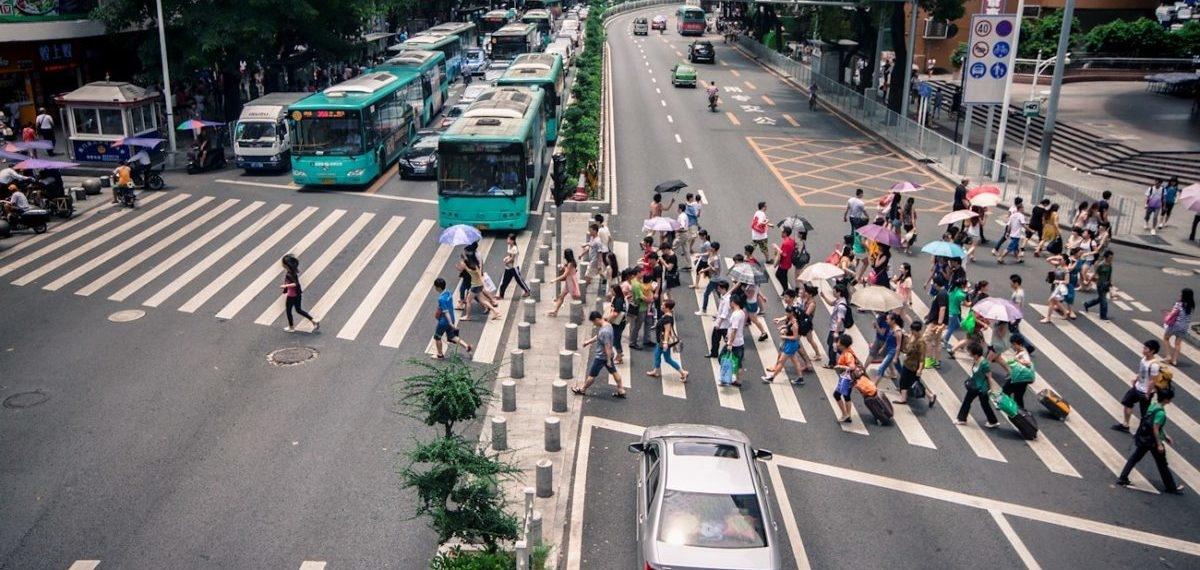 Kamery na skrzyżowaniu w chińskim Shenzen pokazały, że kierowcy łamią przepisy 10 razy częściej niż piesi