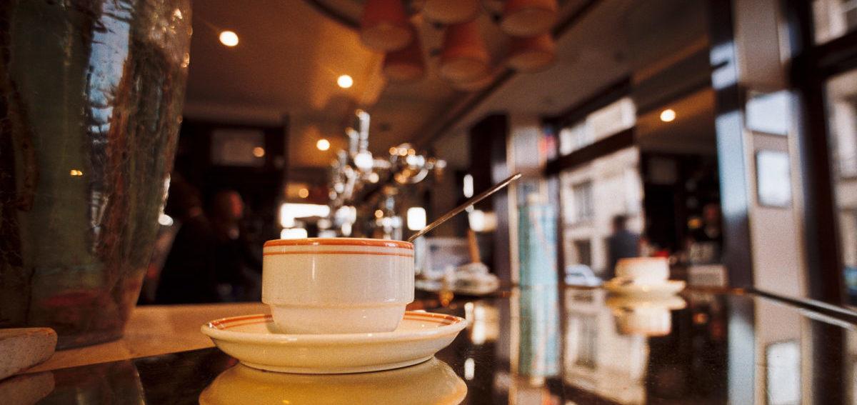 Amerykanie mniej jeżdżą do pracy samochodami, bo… pracują w domu albo w kawiarni
