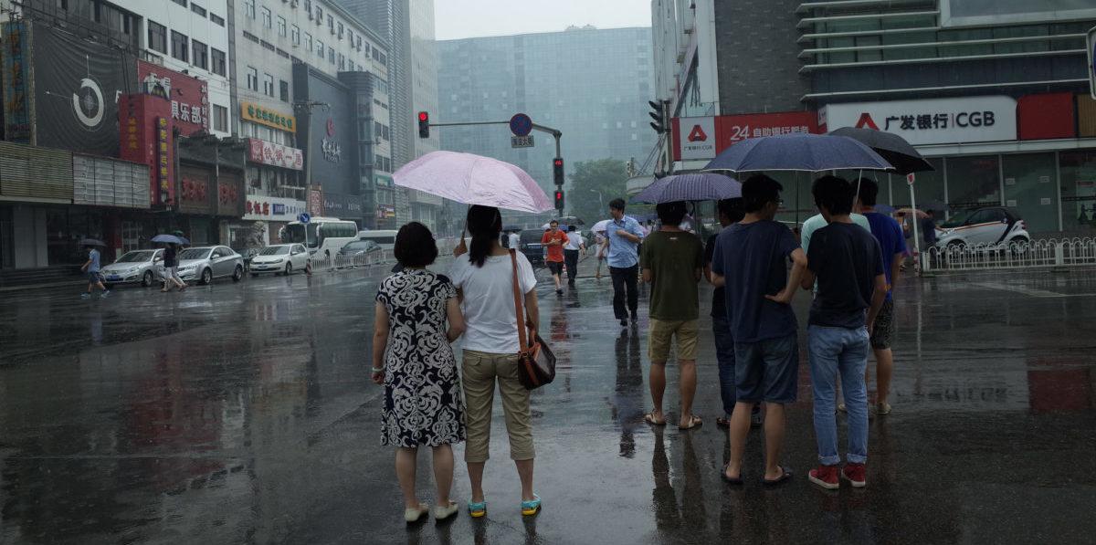 Kamery na skrzyżowaniu w chińskim Shenzhen  pokazały, że kierowcy łamią przepisy 10 razy częściej niż piesi