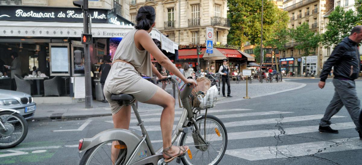 W Paryżu zaroi się od elektrycznych rowerów