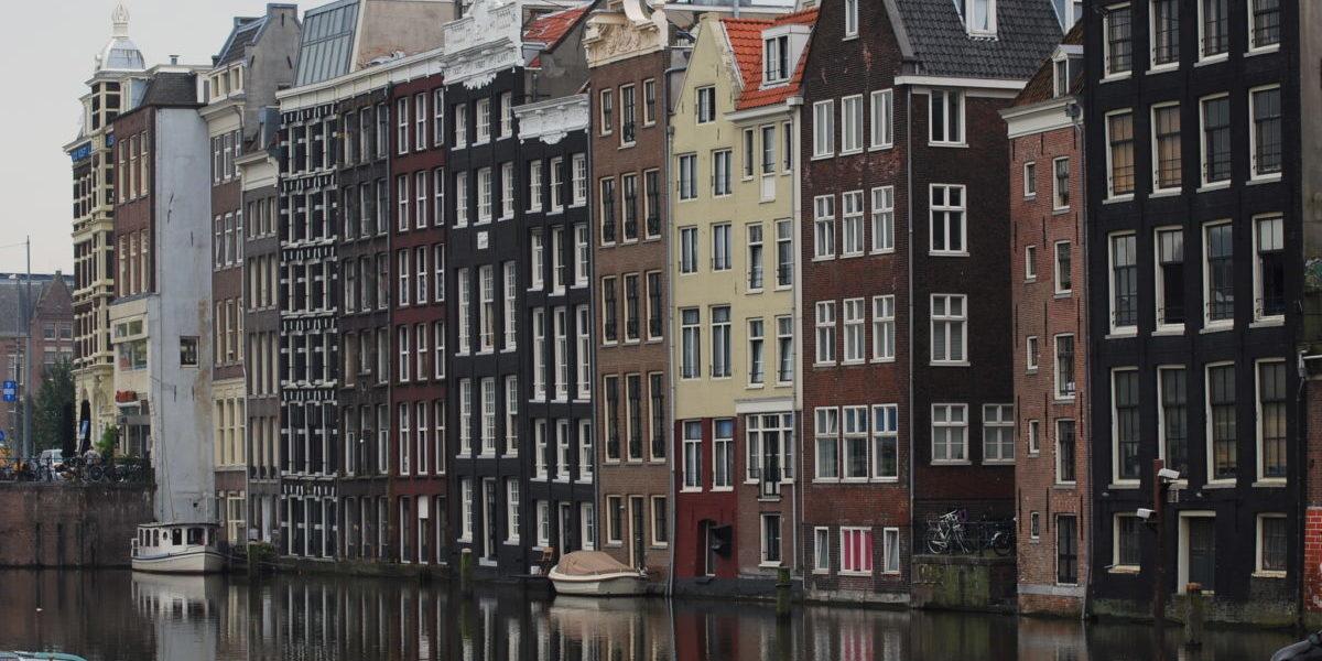 W Amsterdamie nie da się już tak łatwo zarabiać na mieszkaniach. Trzeba będzie w nich mieszkać