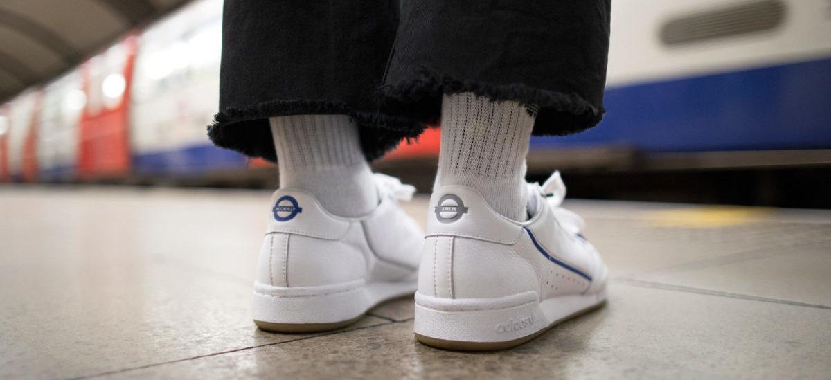 Producent butów promuje jeżdzenie metrem