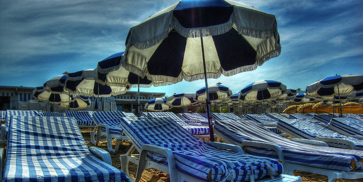 Włosi wydali walkę turystom, którzy ręcznikami rezerwują sobie wcześniej miejsce na plaży