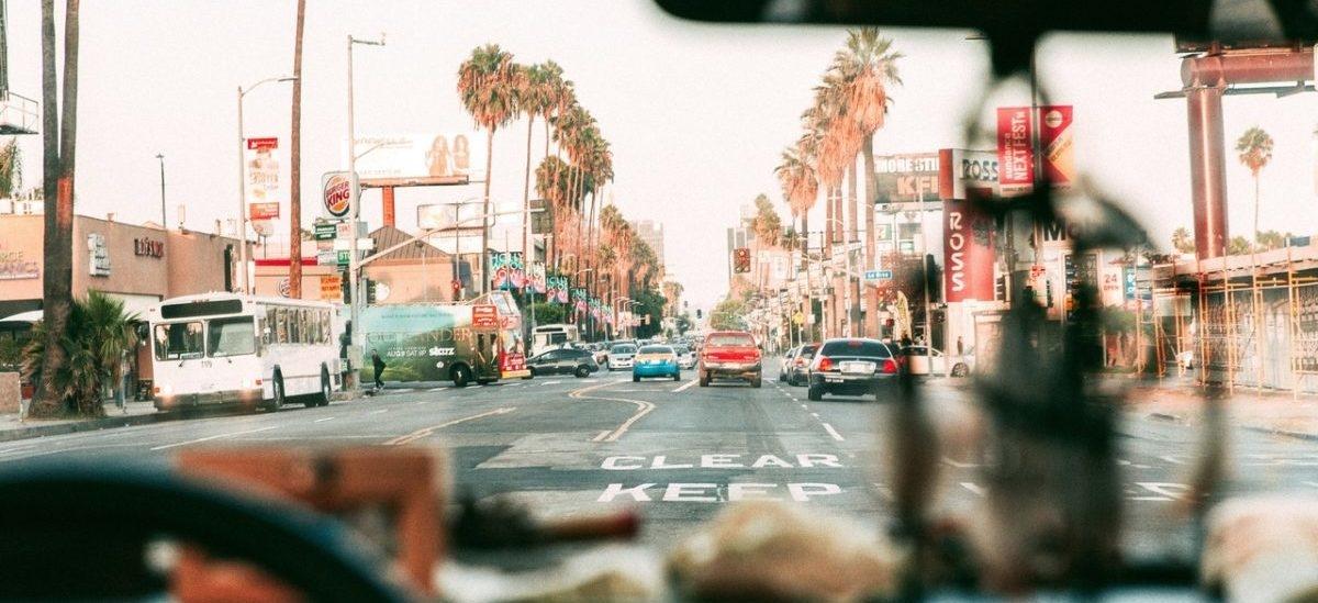 Plastikowe drogi w LA, takie z recyklingu